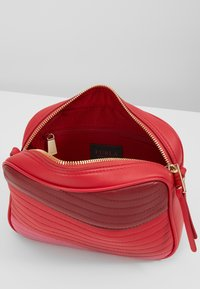 Furla - SWING MINI CROSSBODY - Schoudertas - fragola /ciliegiad lipstickh - 4