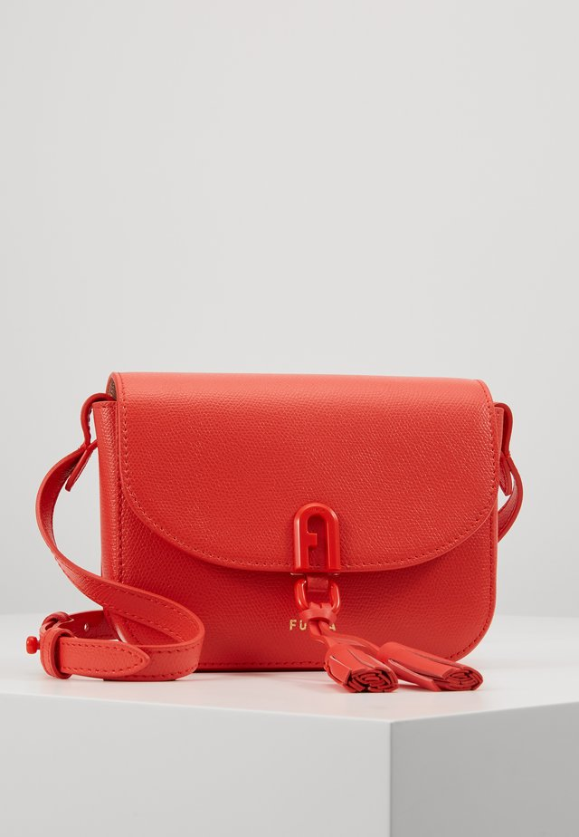 MINI CROSSBODY - Olkalaukku - fuoco