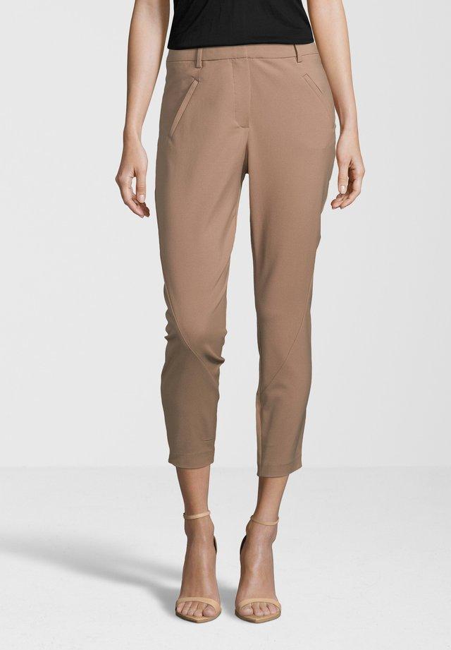 ANGELIE ZIP - Trousers - fudge