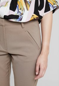 Fiveunits - ANGELIE - Trousers - wallnut - 4