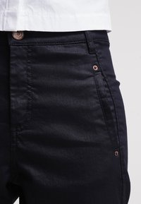 Fiveunits - JOLIE - Trousers - navy coated - 4