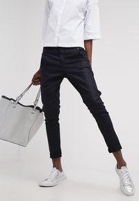 Fiveunits - JOLIE - Trousers - navy coated - 3