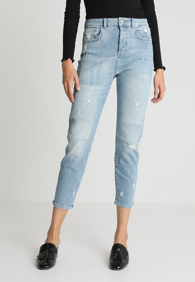 CLOÉ HIGH  - Jeans relaxed fit - light blue