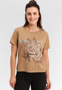 Funky Buddha - T-shirt z nadrukiem - beige - 0