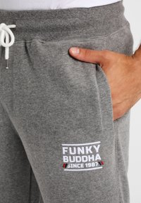 Funky Buddha - ATHLETIC - Spodnie treningowe - medium grey melange - 3