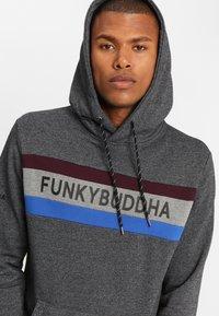 Funky Buddha - Bluza z kapturem - dark gray - 3
