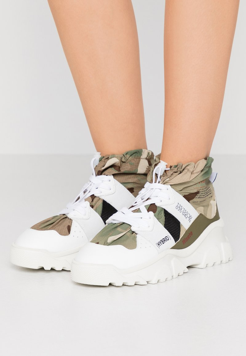 F_WD - High-top trainers - white