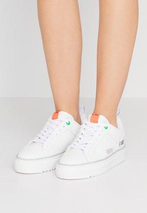 Sneakersy niskie - white/progreen