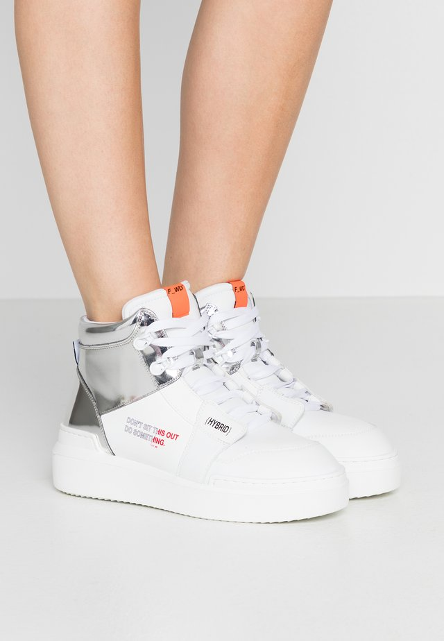 Sneakers high - white/silver