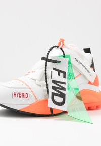 F_WD - Zapatillas - white/black/fluo orange - 7