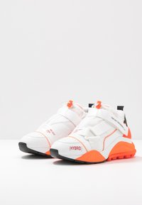 F_WD - Zapatillas - white/black/fluo orange - 4