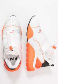 F_WD - Zapatillas - white/black/fluo orange - 3