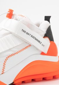 F_WD - Zapatillas - white/black/fluo orange - 2