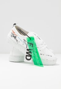 F_WD - Trainers - white/black/blu/red - 7
