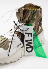 F_WD - High-top trainers - white/majotech mud - 5