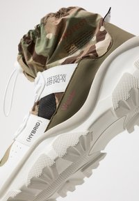 F_WD - High-top trainers - white/majotech mud - 6