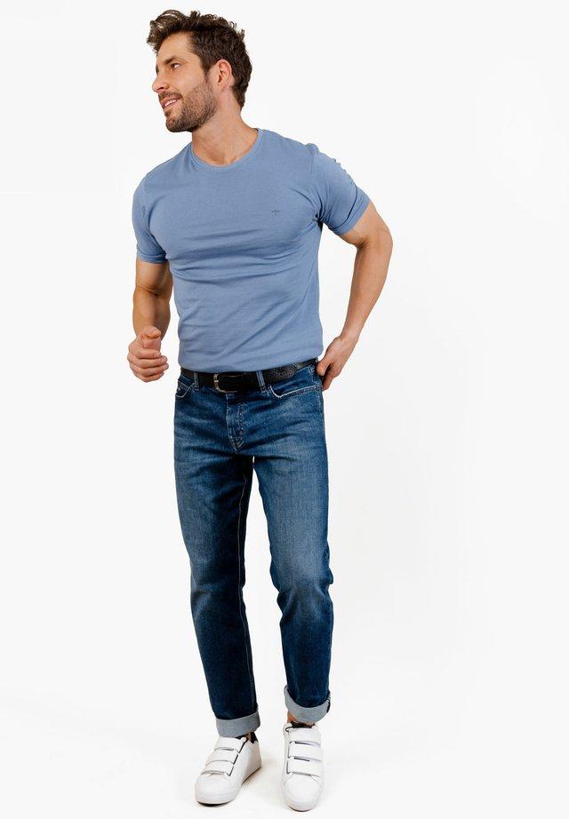 T-SHIRT BASIC O-NECK - Basic T-shirt - pacific