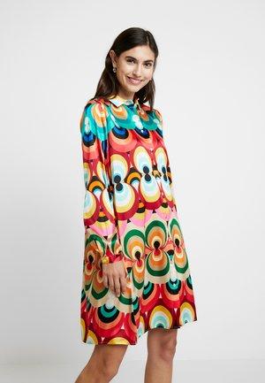 Sukienka koszulowa - multicolor