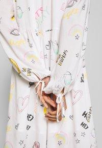 Grace - DRESS ALLOVER FRUITS - Korte jurk - creme - 5