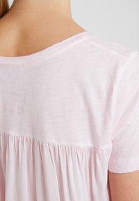 Grace - FLIPFLOPS - Camiseta estampada - pale rose - 6