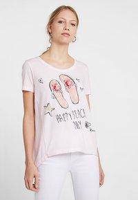 Grace - FLIPFLOPS - Camiseta estampada - pale rose - 0