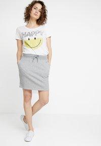 Grace - HAPPY - T-Shirt print - white - 1