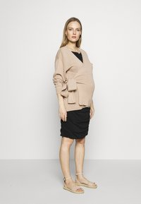 GAP Maternity - SHIRRED - Jerseyklänning - true black - 1