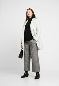 GAP Maternity - NURSING SIDE SLIT - Stickad tröja - true black - 1