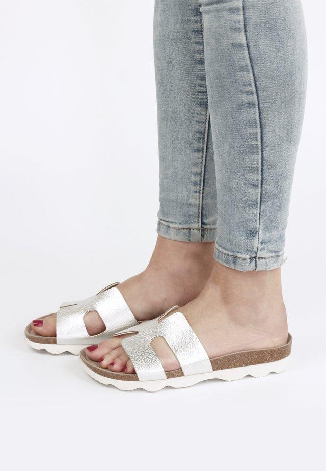 HILARY ELEFANTE - Pantolette flach - silber