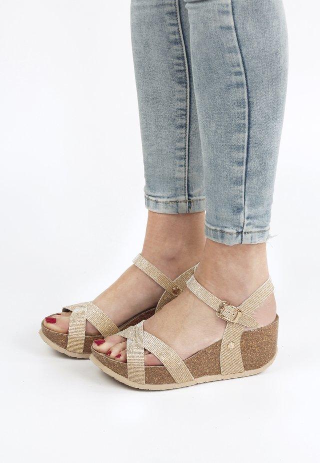 Sandaler m/ kilehæl - gold