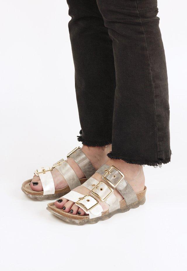 Sandalen - bunt