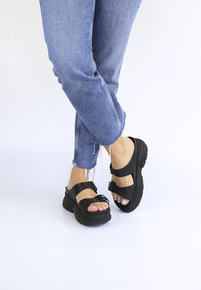 TIKA CAPSULE 90S - Clogs - schwarz
