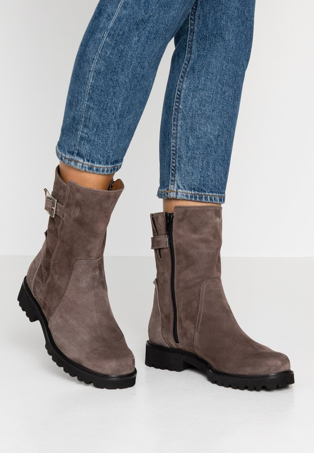 ADA - Boots - tortora