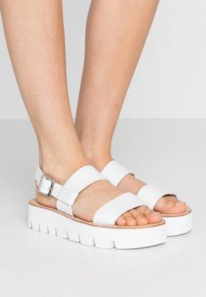 ASTRID - Sandály na platformě - white
