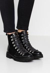 Grenson - NANETTE - Kotníkové boty na platformě - black - 0
