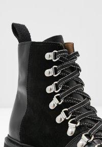 Grenson - NANETTE - Kotníkové boty na platformě - black - 2
