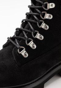 Grenson - BROOKE - Šněrovací kotníkové boty - black - 2