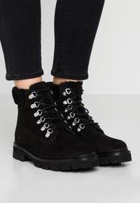 Grenson - BROOKE - Šněrovací kotníkové boty - black - 0