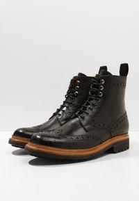 Grenson - FRED COMMANDO - Šněrovací kotníkové boty - black - 2