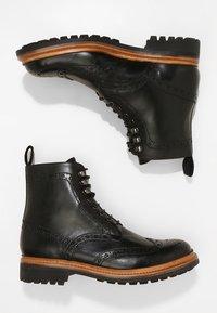 Grenson - FRED COMMANDO - Šněrovací kotníkové boty - black - 1