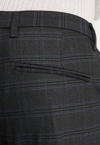 Gabba - PISA CHINO NIGHT BALANCE  - Kalhoty - blue check