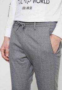 Gabba - PHILIP CROSS CROPPED - Bukse - light grey - 3