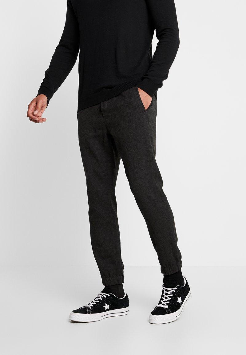 Gabba - CLUB HERRING PANT - Tracksuit bottoms - charcoal grey
