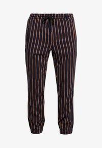 Gabba - CLUB CHUNKY RUST PANT - Bukse - dark blue/ orange - 4