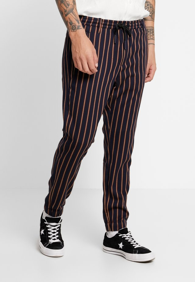 CLUB CHUNKY RUST PANT - Trousers - dark blue/ orange