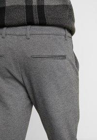 Gabba - PISA PIPE PANT - Bukse - grey melange - 4