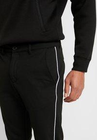 Gabba - PISA PIPE PANT - Trousers - black - 4