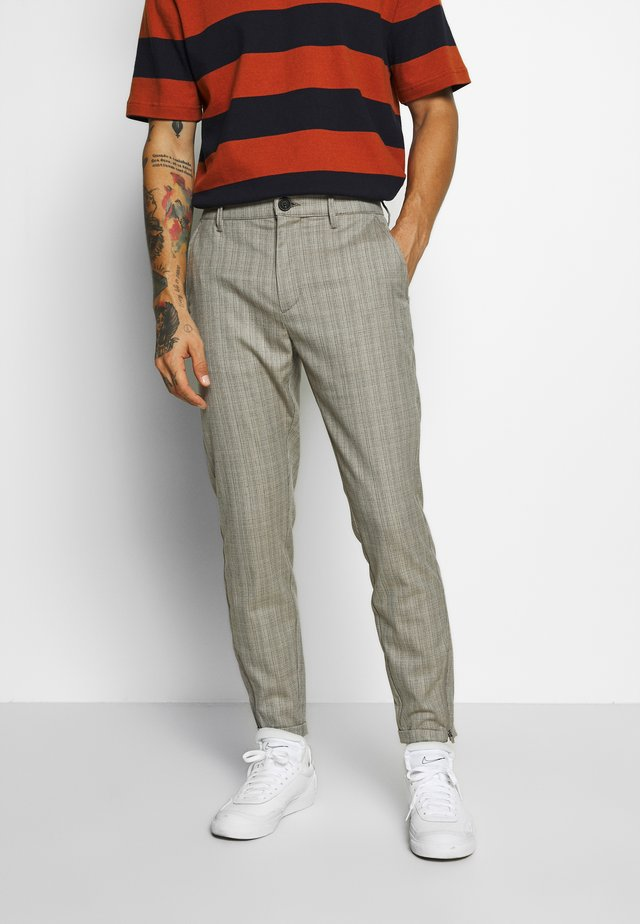PISA CROSS PANT - Chinos - sand
