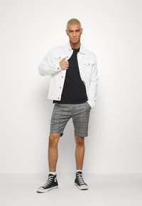 Gabba - JASON BIG CHECK - Shorts - grey