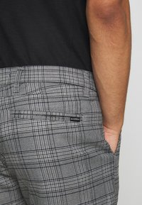 Gabba - JASON BIG CHECK - Shorts - grey - 3